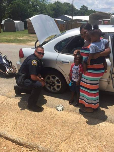 It Is Hot But Not To Hot For Dothan Police Officer To Serve A Citizen In Need