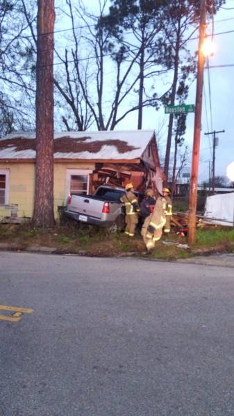 Vehicle Verses House In Dothan