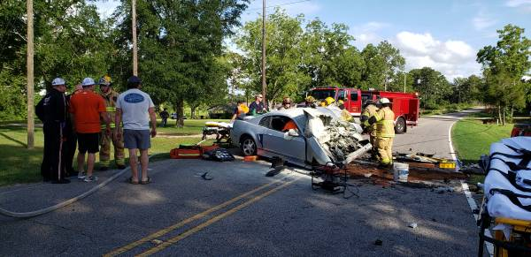 UPDATED @ 6:45 PM  5:04 PM   Serious Wreck - Head On - Entrapment on Hodgesville Road