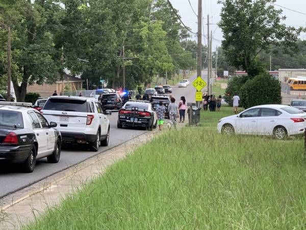 6:16 PM. Dothan Police Had House Surrounded On Third Avenue