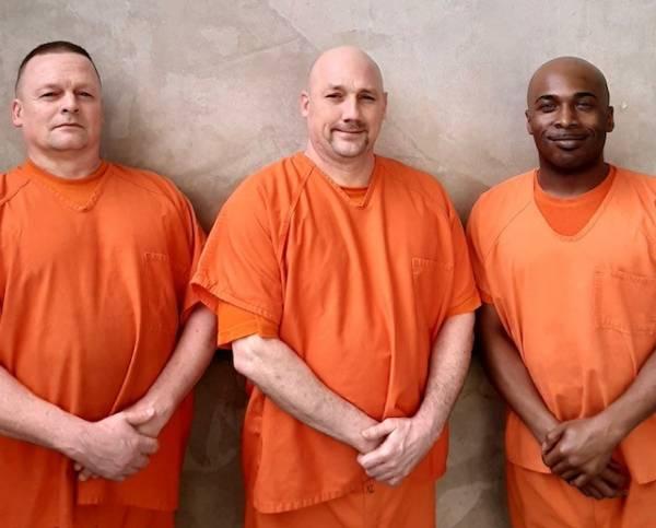 Inmates Save Deputies Life