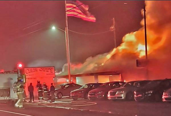 UPDATED @ 8:00 PM.    07:08 AM.  Major Fire on Highway 231 In Coffee County
