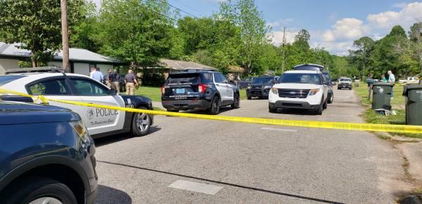 UPDATED @ 9:25 PM.    DEVELOPING: Homicide Investigation Underway on Scott Road